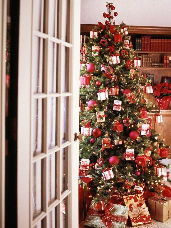 weihnachtsbaumschmuck-mini-geschenke-rot-weiß-thema